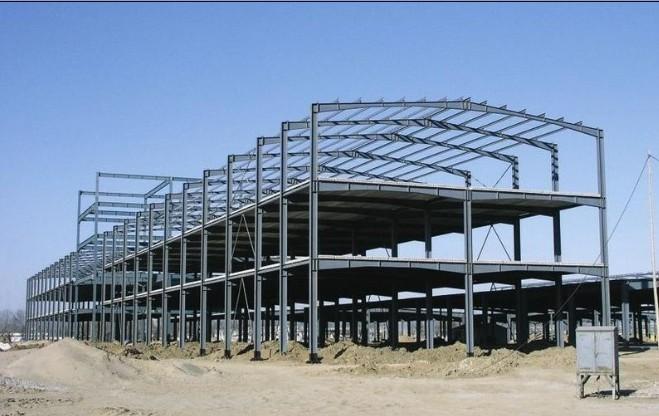 钢结构厂房相比起老式的厂房要优越的多,是未来厂房建筑的一个必然趋势,目前市场上有很多钢结构项目,他们之所以做钢结构不做钢筋水泥,应为它具有良好的抗自然灾害性(地震、台风、地陷等)、稳固性、可移动性(钢材可以随时拆迁移走),绿色环保性、可持续发展性,结构外形多样性(摒弃老式建筑的外形,让城市多一道风景线,可以说钢结构项目可以做成任何形状)必将成为我国未来房地产的一颗新星。